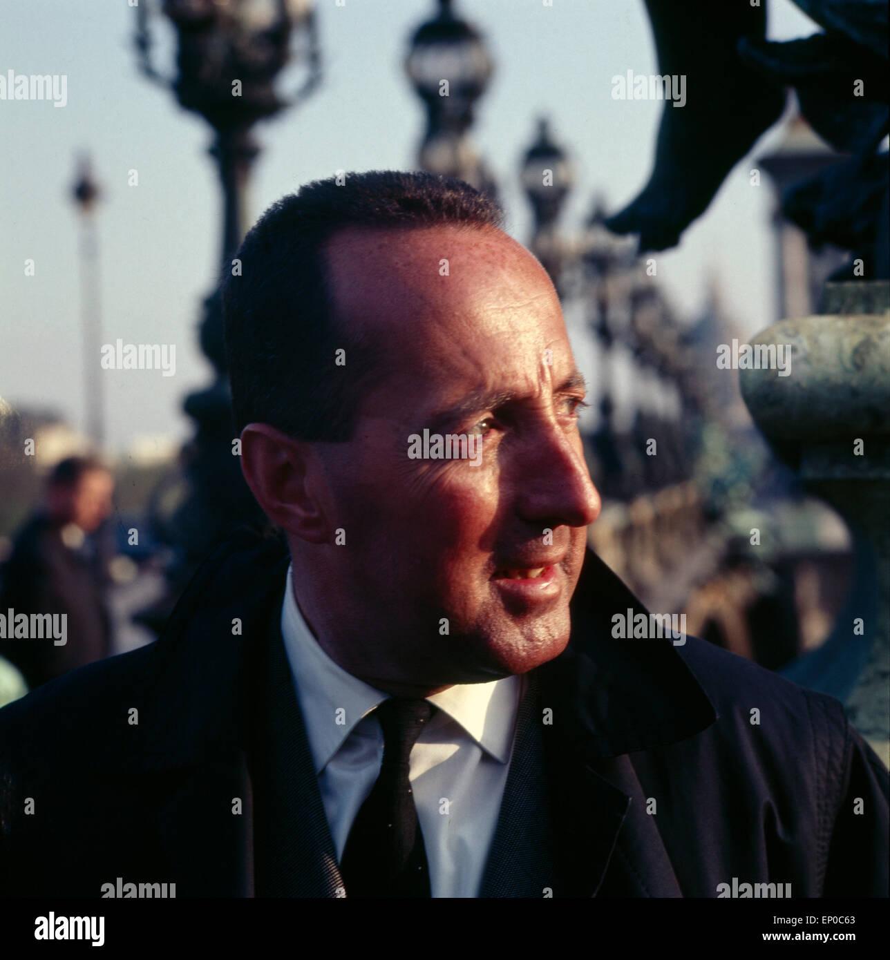 Der Deutsch französischen Journalist Und Publizist Peter Scholl-Latour in Paris, ca. 1964. Deutsch-französischer Stockbild