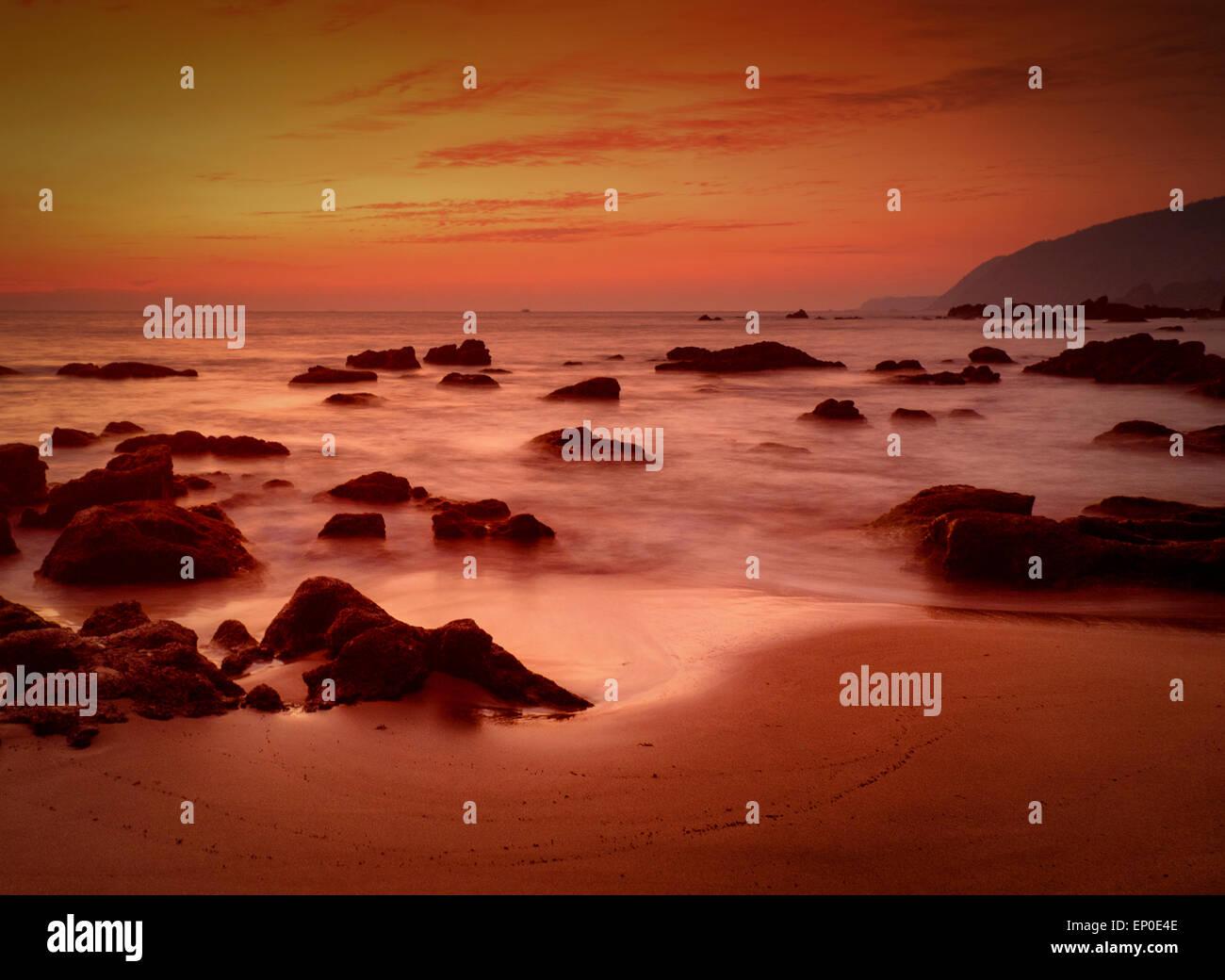 Sonnenuntergang Nachleuchten bei Cola Beach, Canacona, Goa, Indien Stockbild