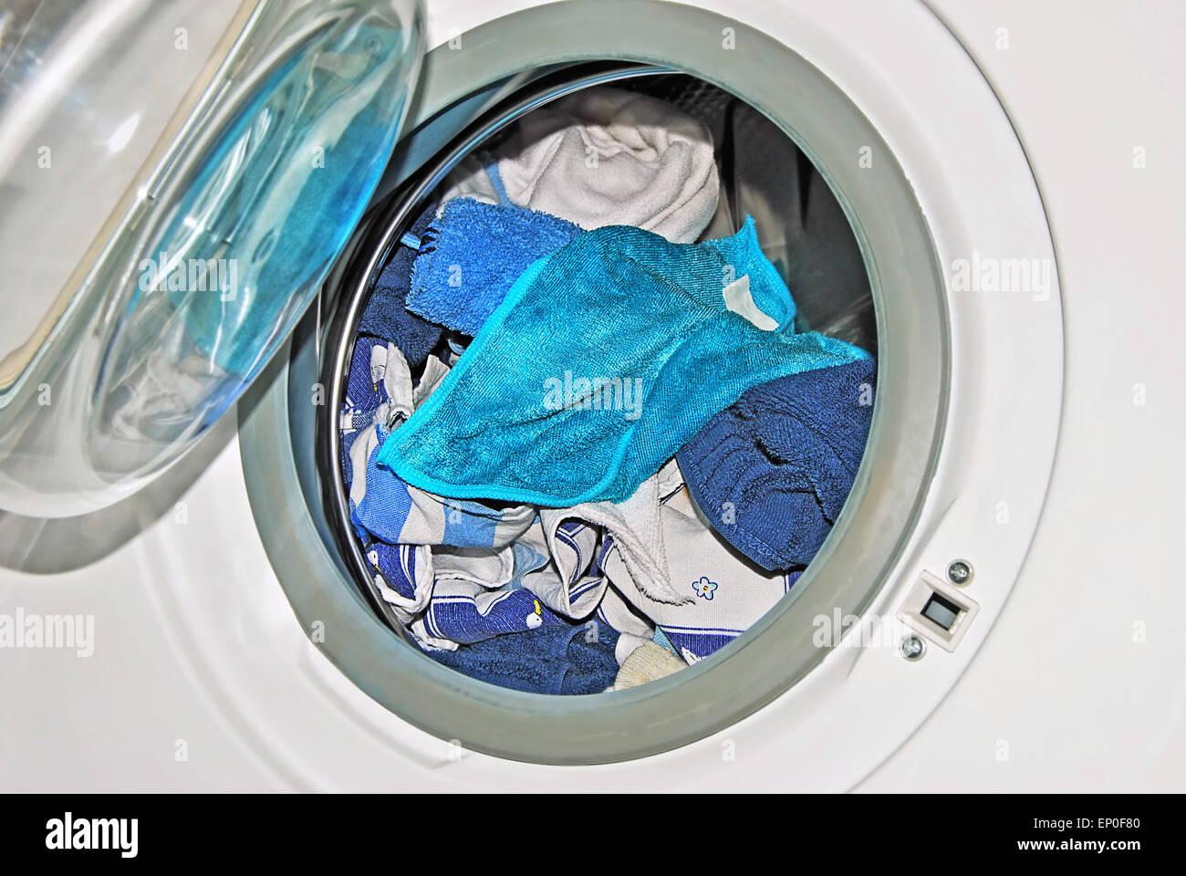 Household linen stockfotos household linen bilder alamy - Wasche im schlafzimmer trocknen ...