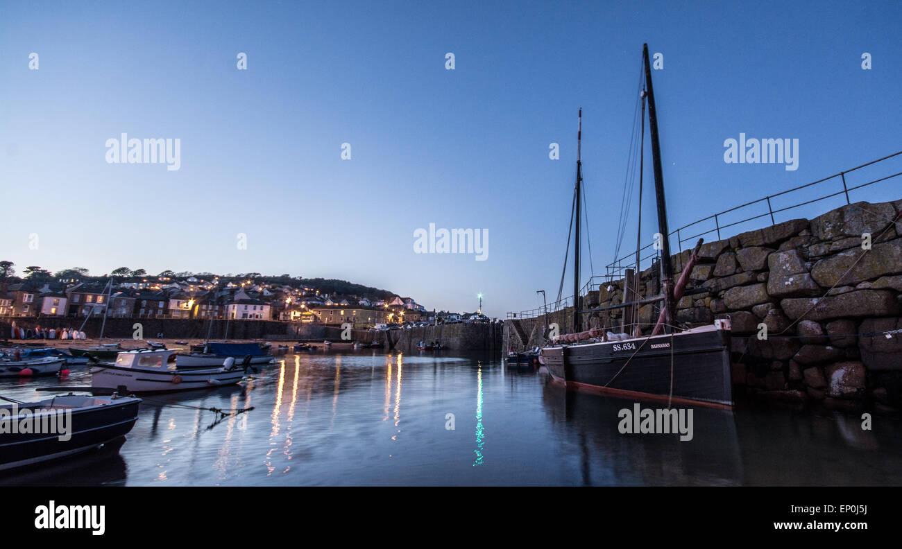 Mousehole Hafen bei Nacht Stockbild