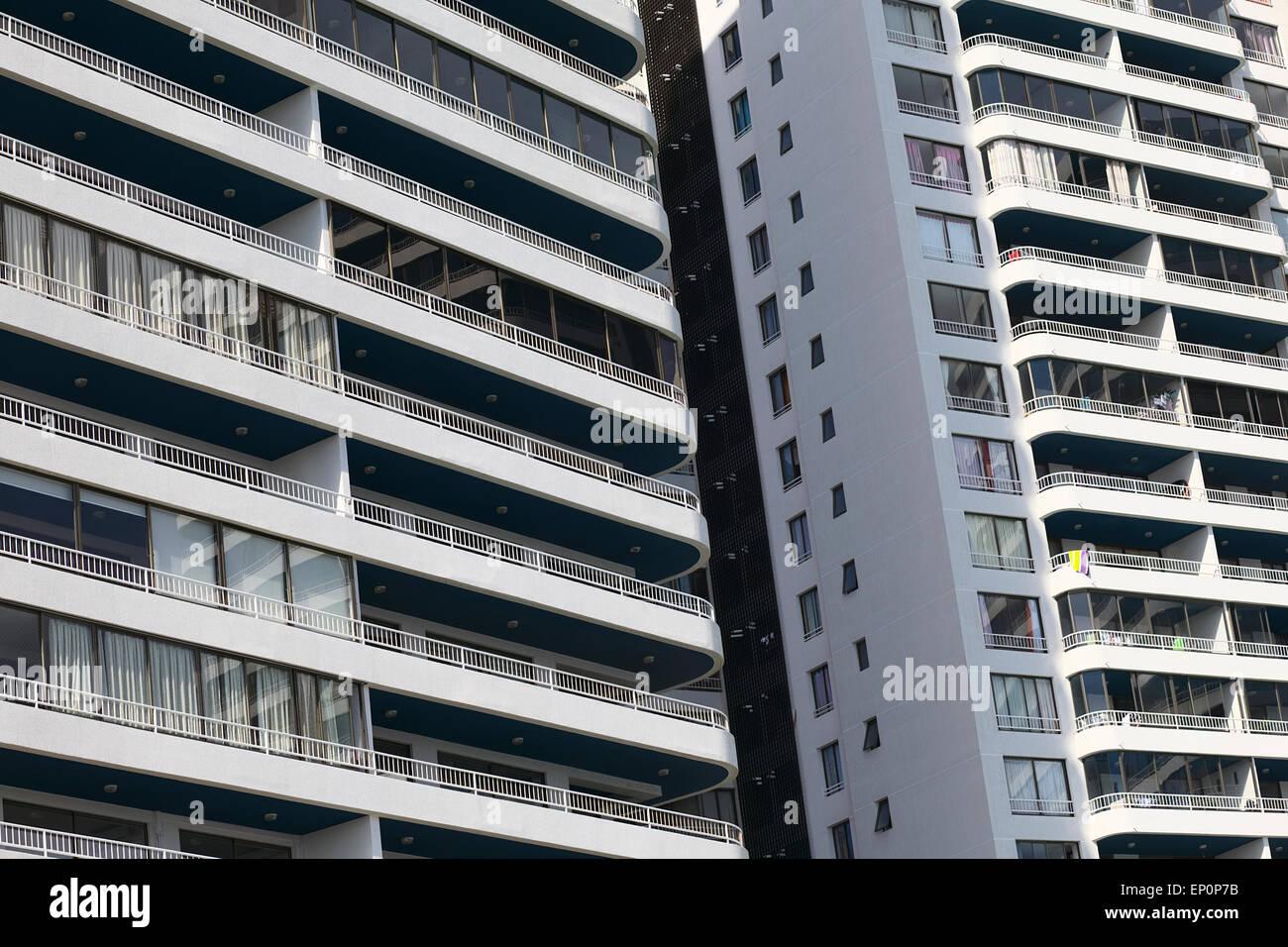 Detail des komplexen modernen Wohnhauses namens Archipielago Mar Egeo in Iquique, Chile Stockfoto