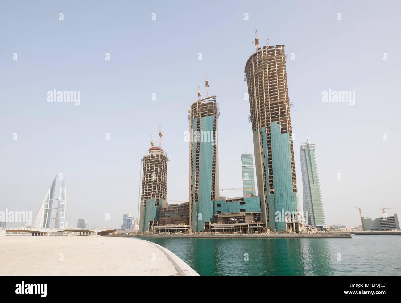 Blick auf neue Bürotürme im Bau in Bahrain Financial Harbour Bezirk in Manama, Bahrain Stockbild