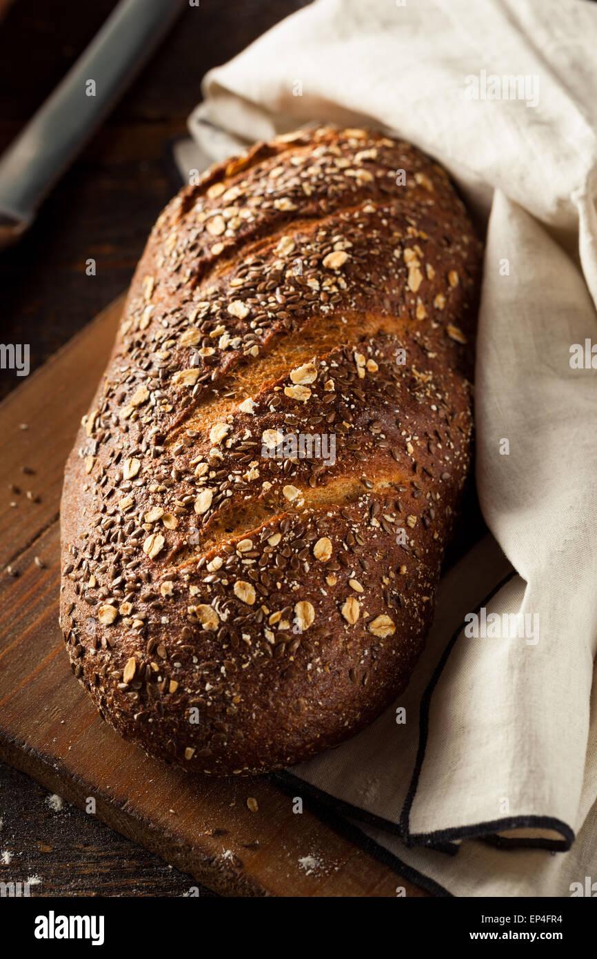 Hausgemachte Bio Vollkorn Brot fertig zum Verzehr Stockbild