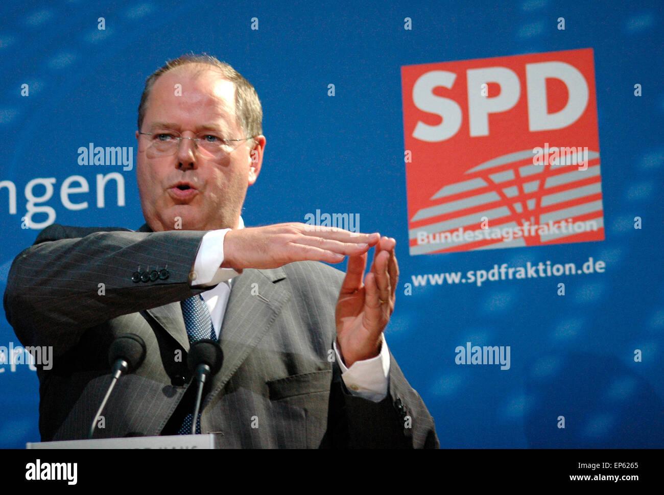 """Peer Steinbrück - Veranstaltung Zum Thema """"Internationale Finanzmaerkte - Transparenz Und Stabilitaet Im 21. Halbmonatsschrift Stockfoto"""