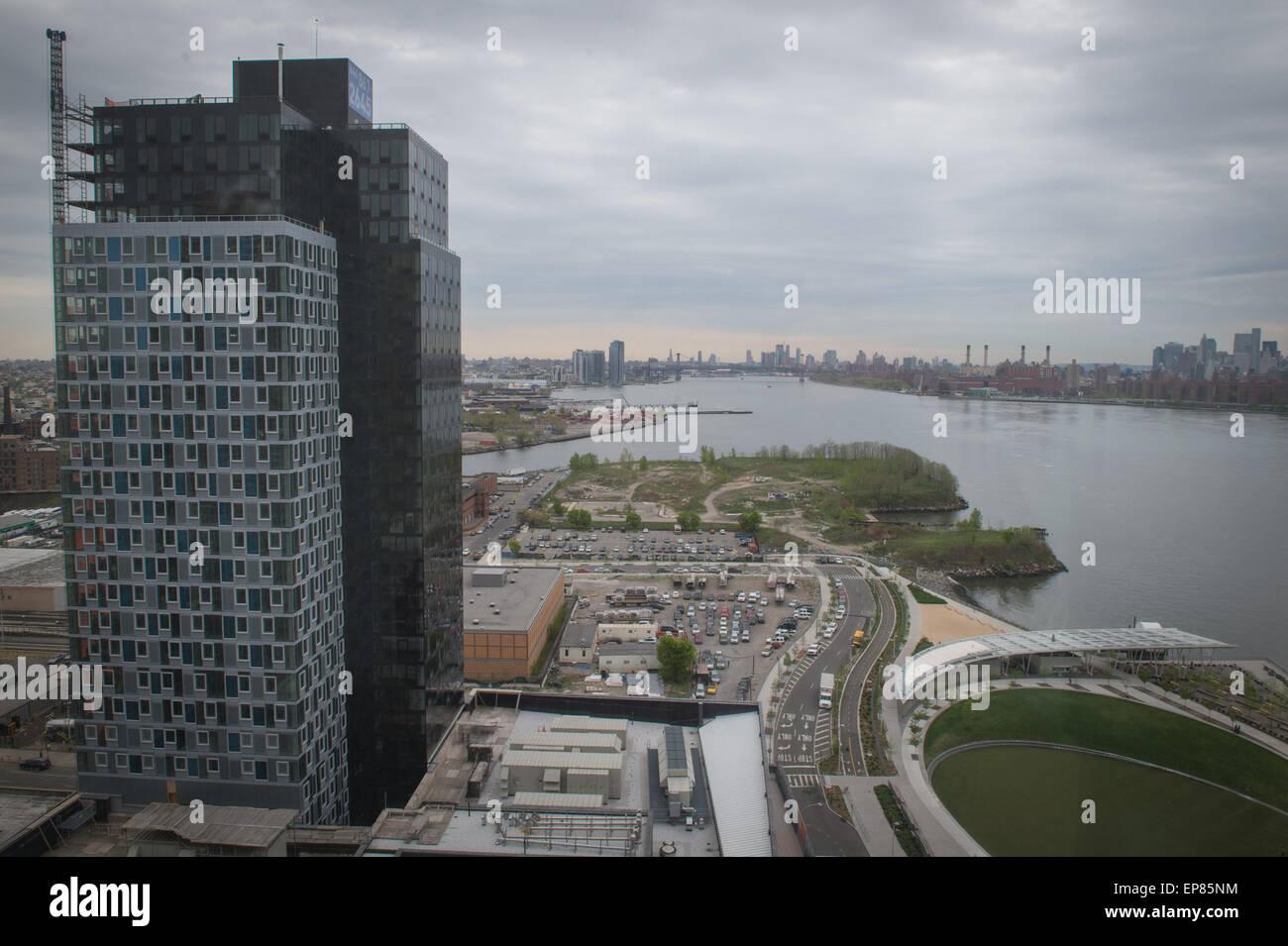 6. Mai 2015 - Queens, New York, USA - Jägerss Punkt Süden überqueren ...