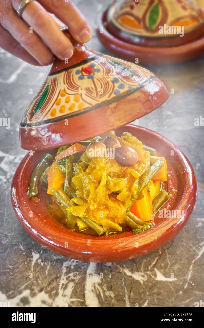 traditionelle marokkanische k che tajine marokko stockfoto bild 82546782 alamy. Black Bedroom Furniture Sets. Home Design Ideas