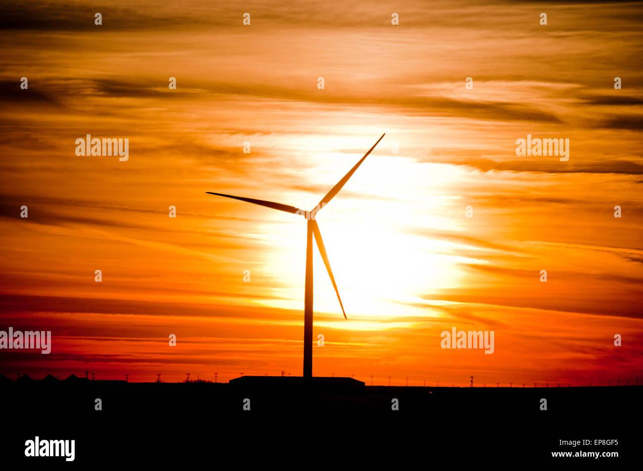 Windkraftanlage bei Sonnenuntergang in SW in Idaho Stockfoto