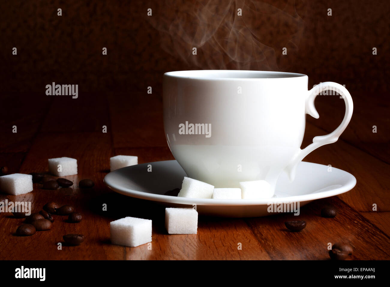tasse hei en kaffee mit zucker und nat rlichen getreide auf einem holztisch stockfoto bild. Black Bedroom Furniture Sets. Home Design Ideas