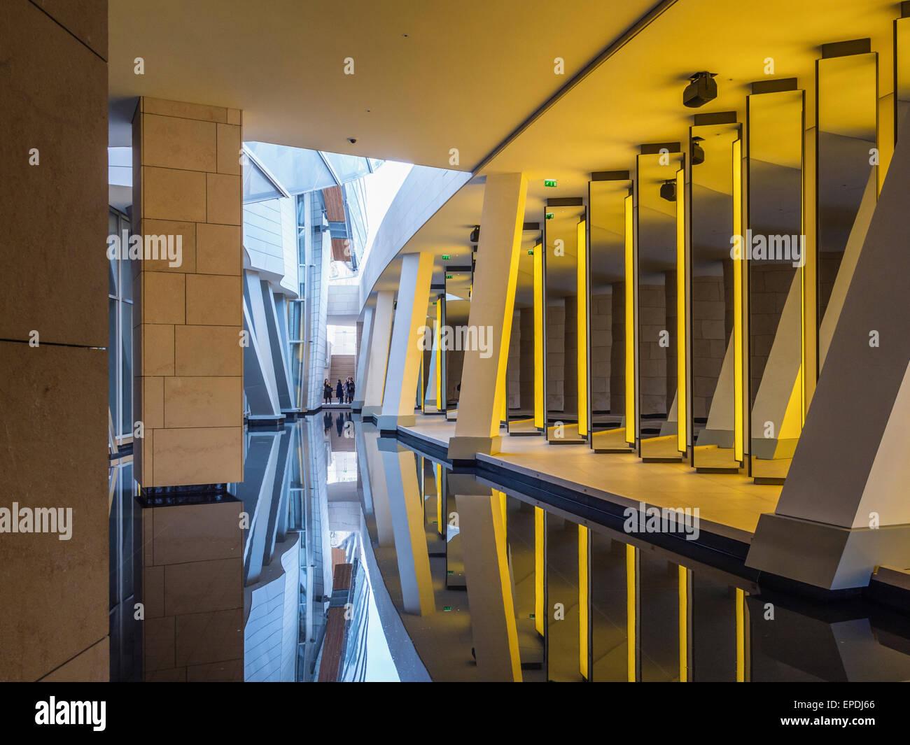 Stiftung Louis Vuitton zeitgenössische Kunst Galerie Interieur in ...