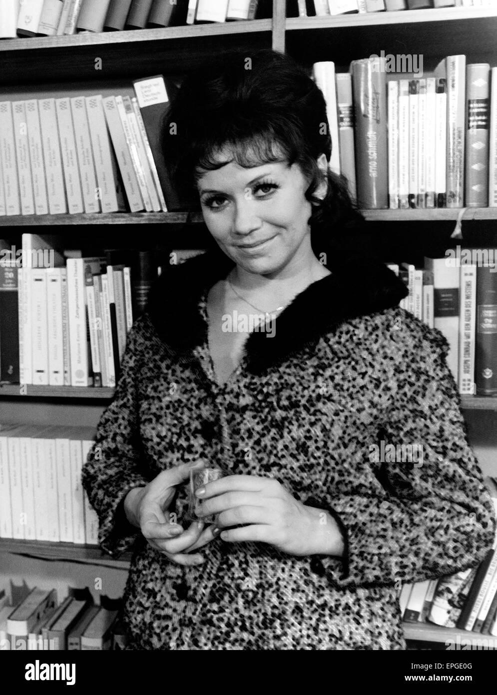 Deutsche Plant und Sängein Lotti Krekel, Ende 1960er Jahre. Die deutsche Schauspielerin und Sängerin Lotti Stockbild