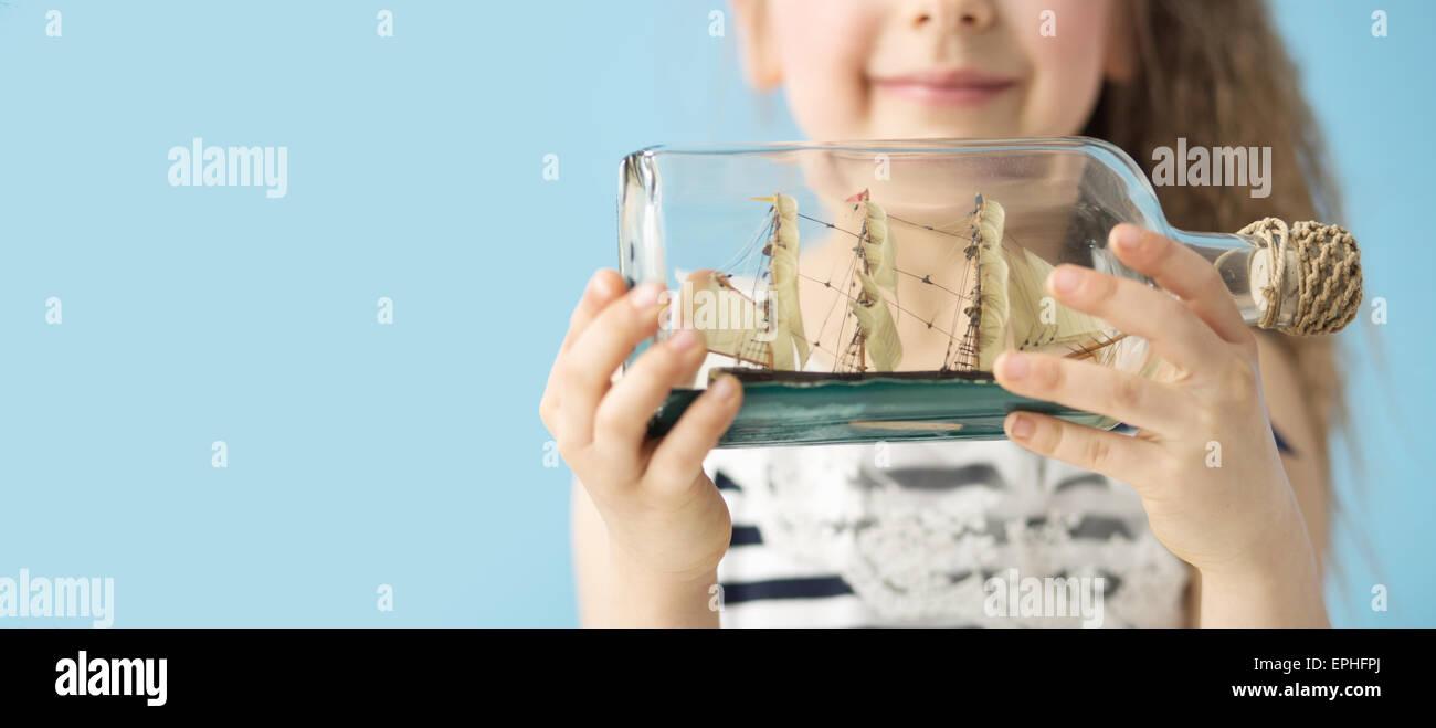 Spielzeug Schiff in der Phantasie Flasche Stockbild