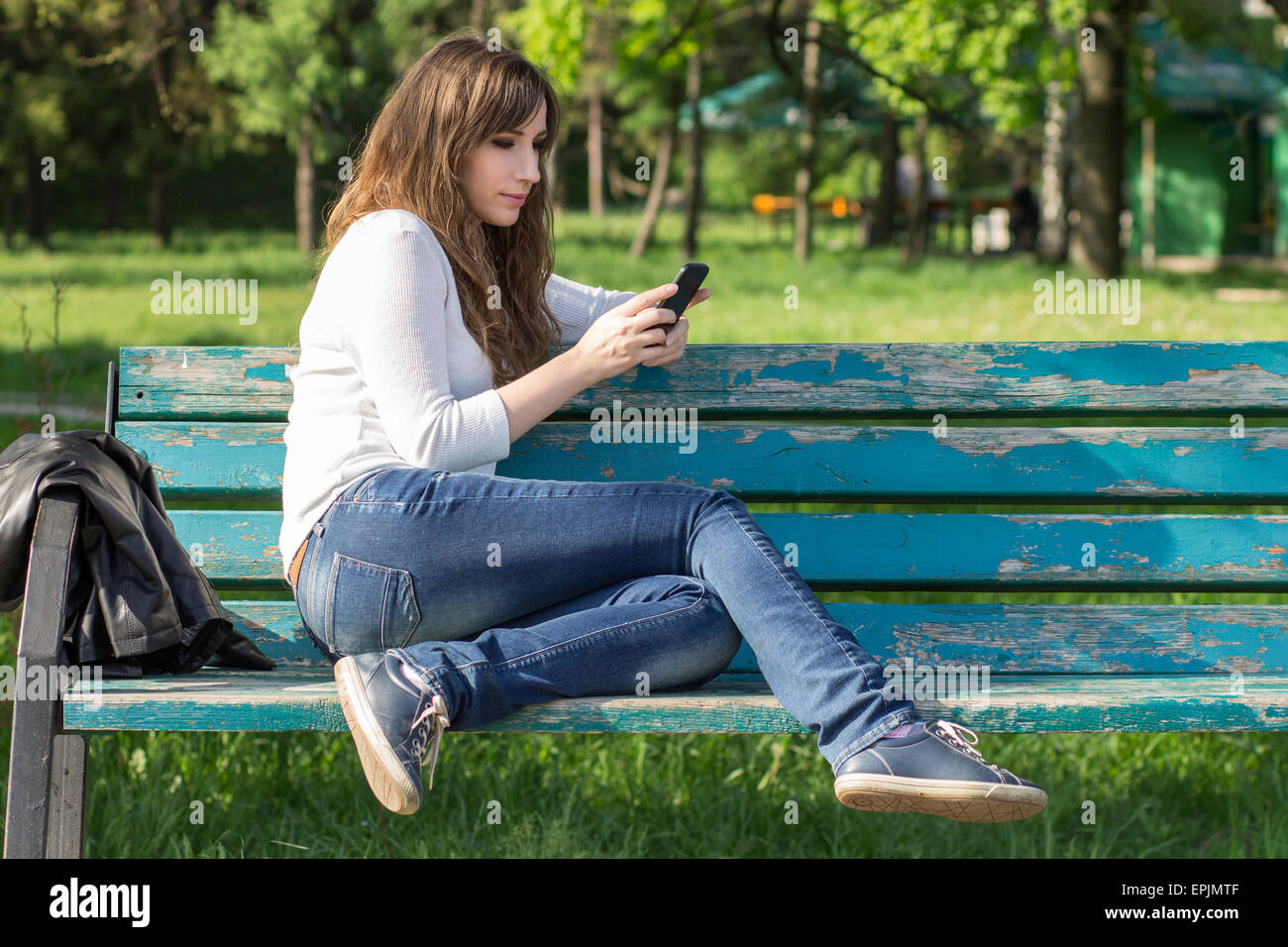 Mädchen messaging jungs auf dating-apps