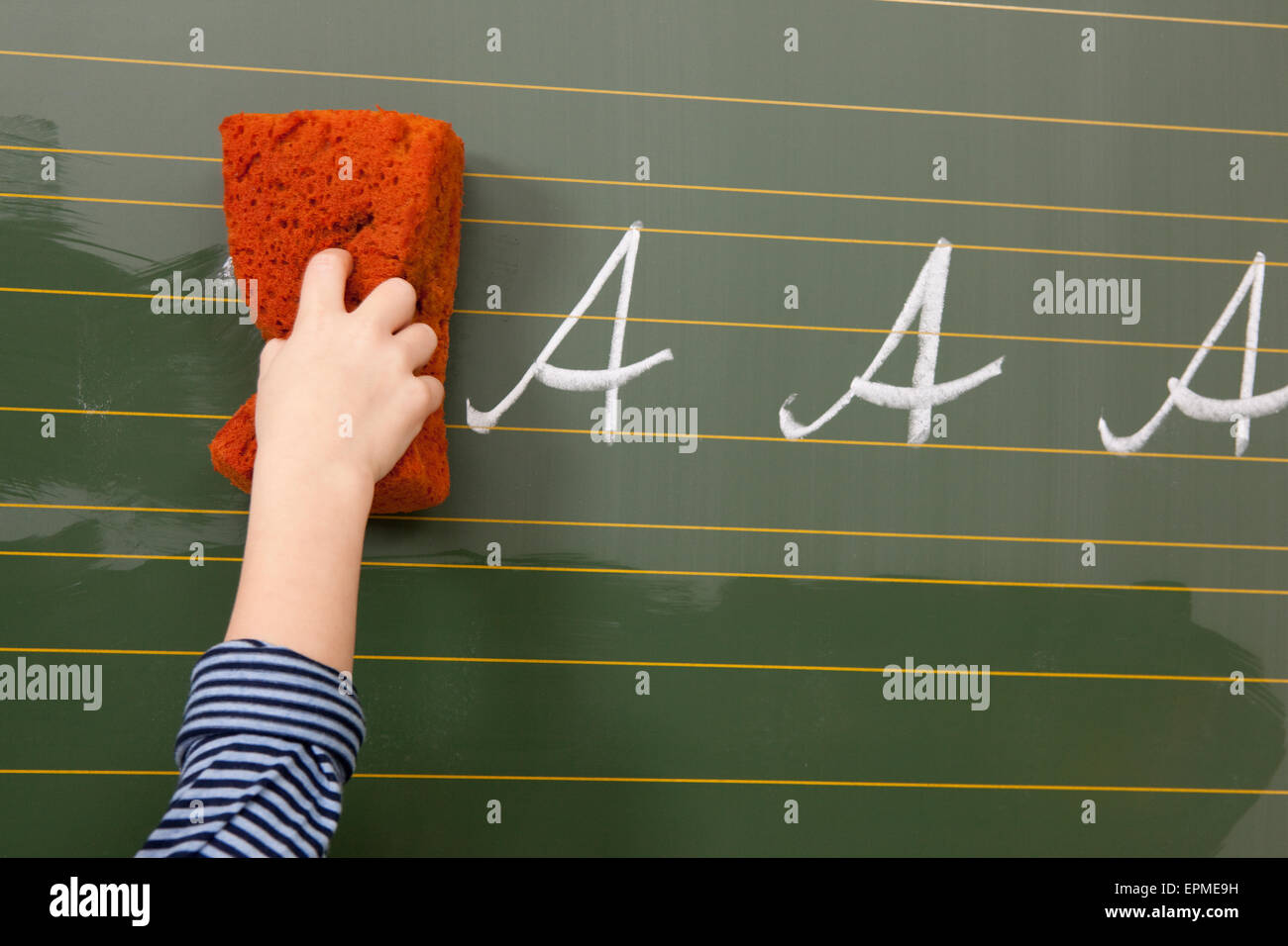 Tafel wischen clipart  Cleaning The Classroom Stockfotos & Cleaning The Classroom Bilder ...