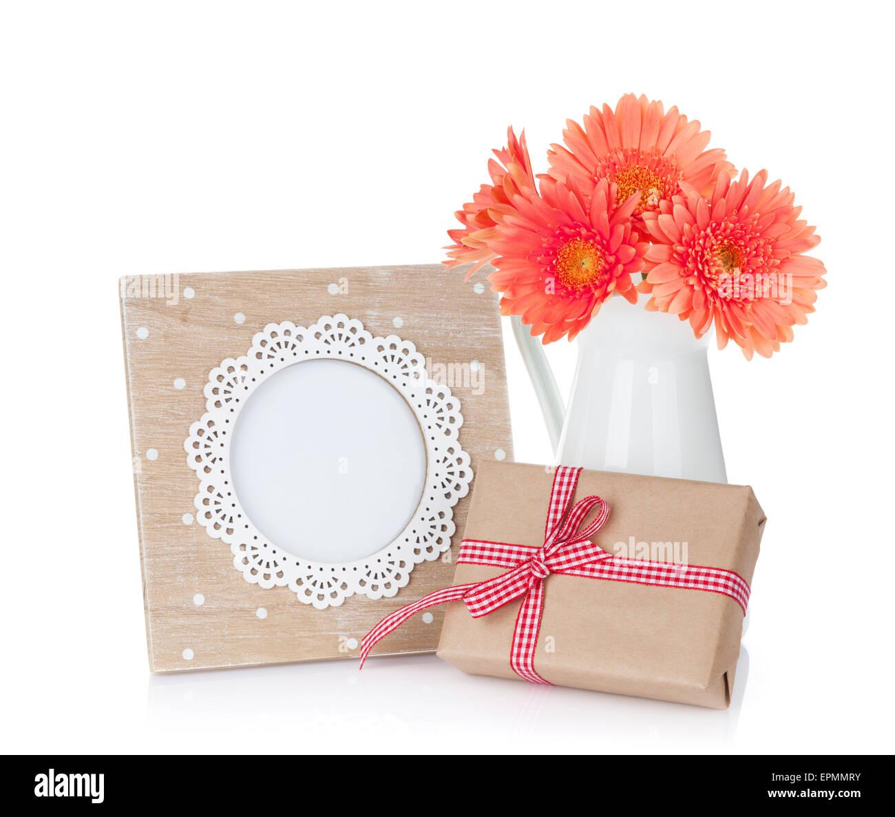 Foto Rahmen, Blumen und Geschenk-Box. Isoliert auf weißem ...