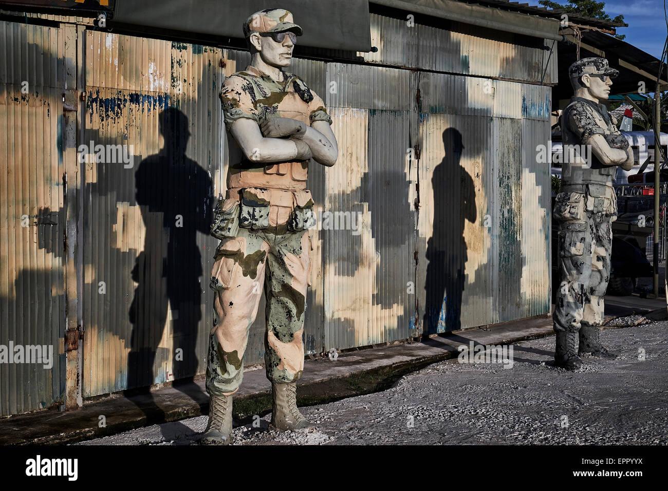 Statuen von einer amerikanischen Special Forces Soldaten am Eingang ein Ausstellungsort des 2. Weltkrieges. Pattaya Stockbild