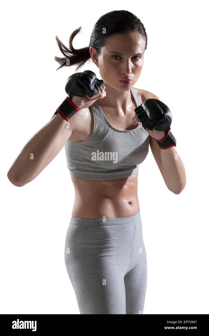Porträt der jungen Frau tragen Boxhandschuhe, Studioaufnahme Stockfoto
