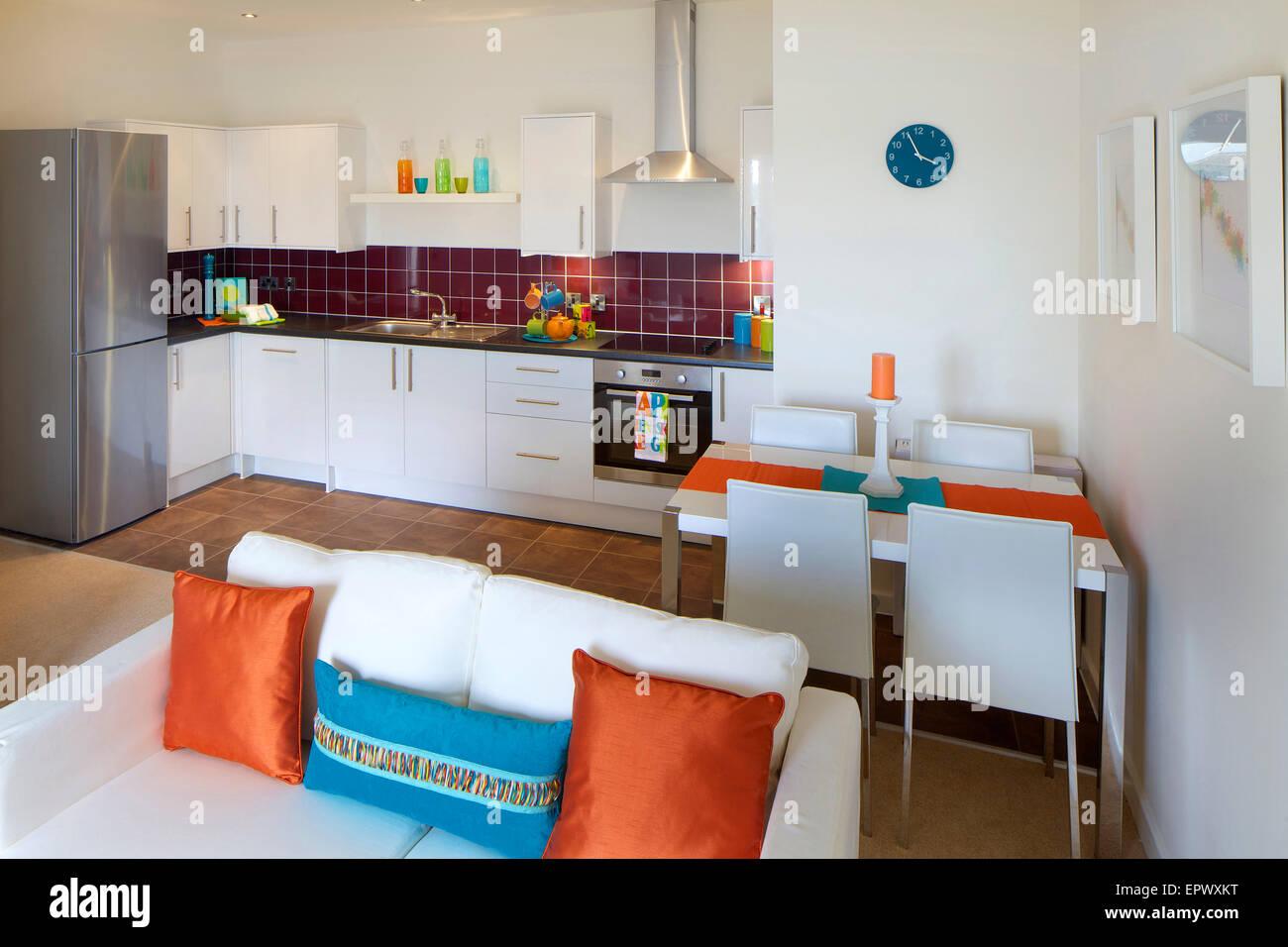 offene k che und wohnzimmer neubau im wallis gericht. Black Bedroom Furniture Sets. Home Design Ideas
