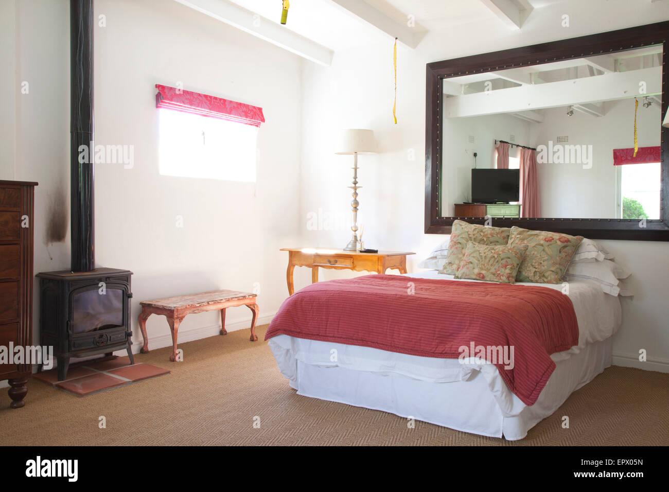 Schlafzimmer mit rose rosa Bettwäsche, Sisal Teppichboden ...