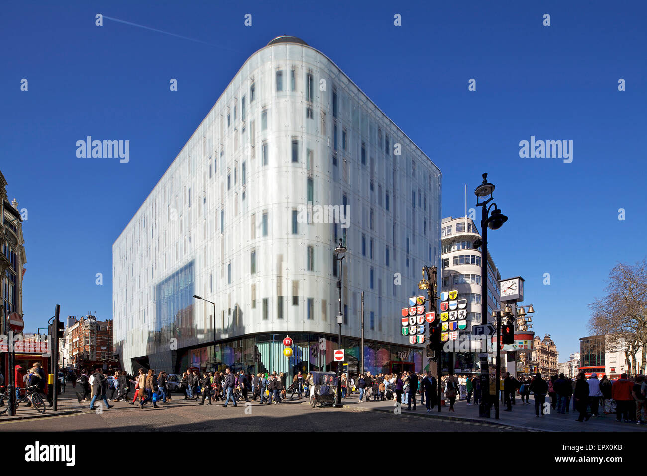 Massen Pass W Hotel Leicester Square London England Uk Stockfoto