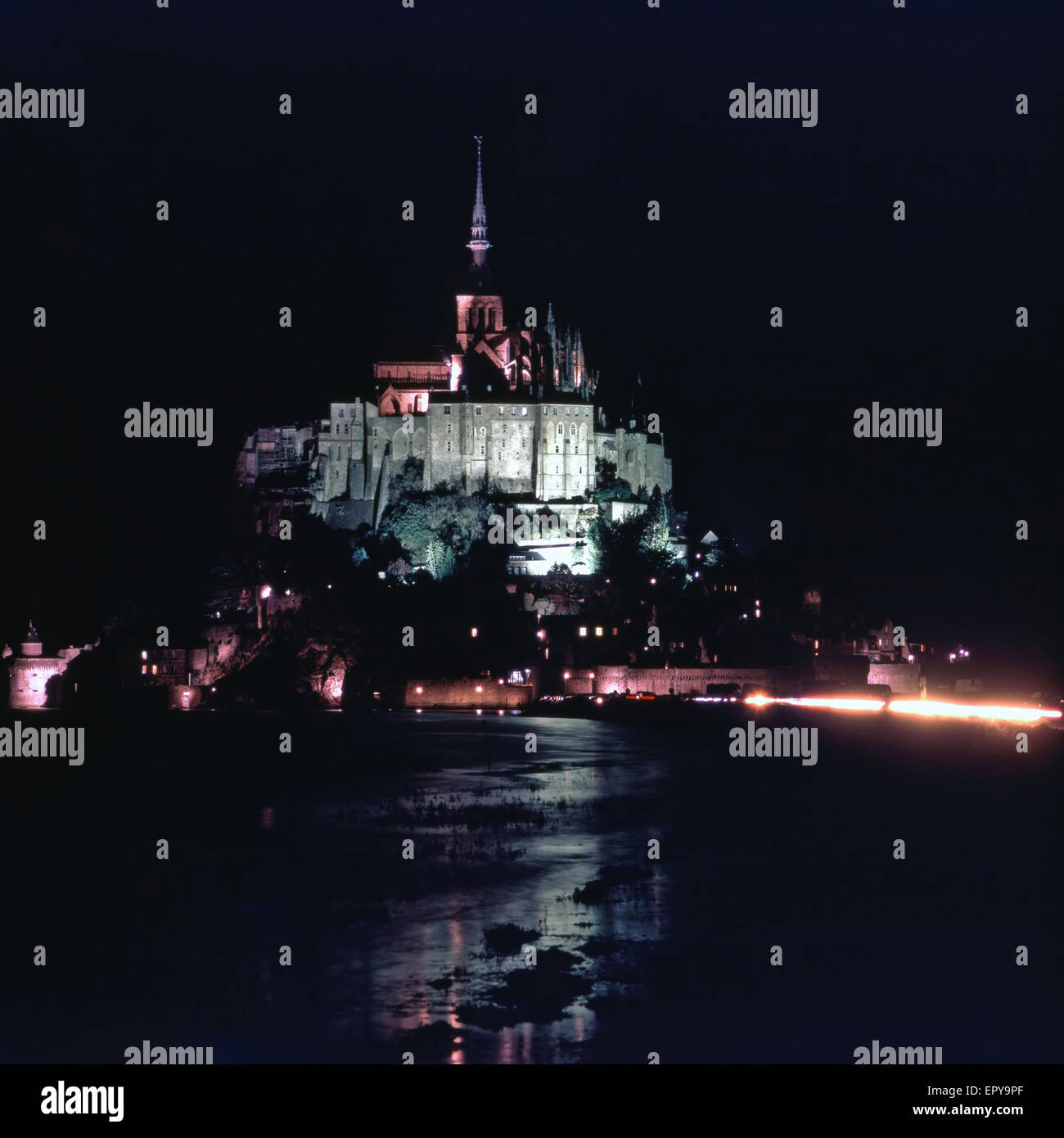 Mont Saint Michel in der Nacht, Frankreich Stockbild