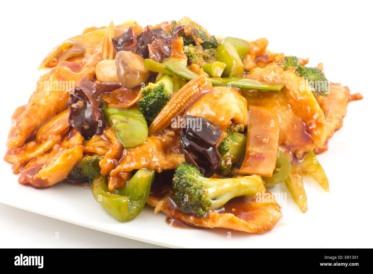 Yu-Shiang Huhn mit Knoblauchsauce und sautierten chinesisches Mischgemüse Stockfoto