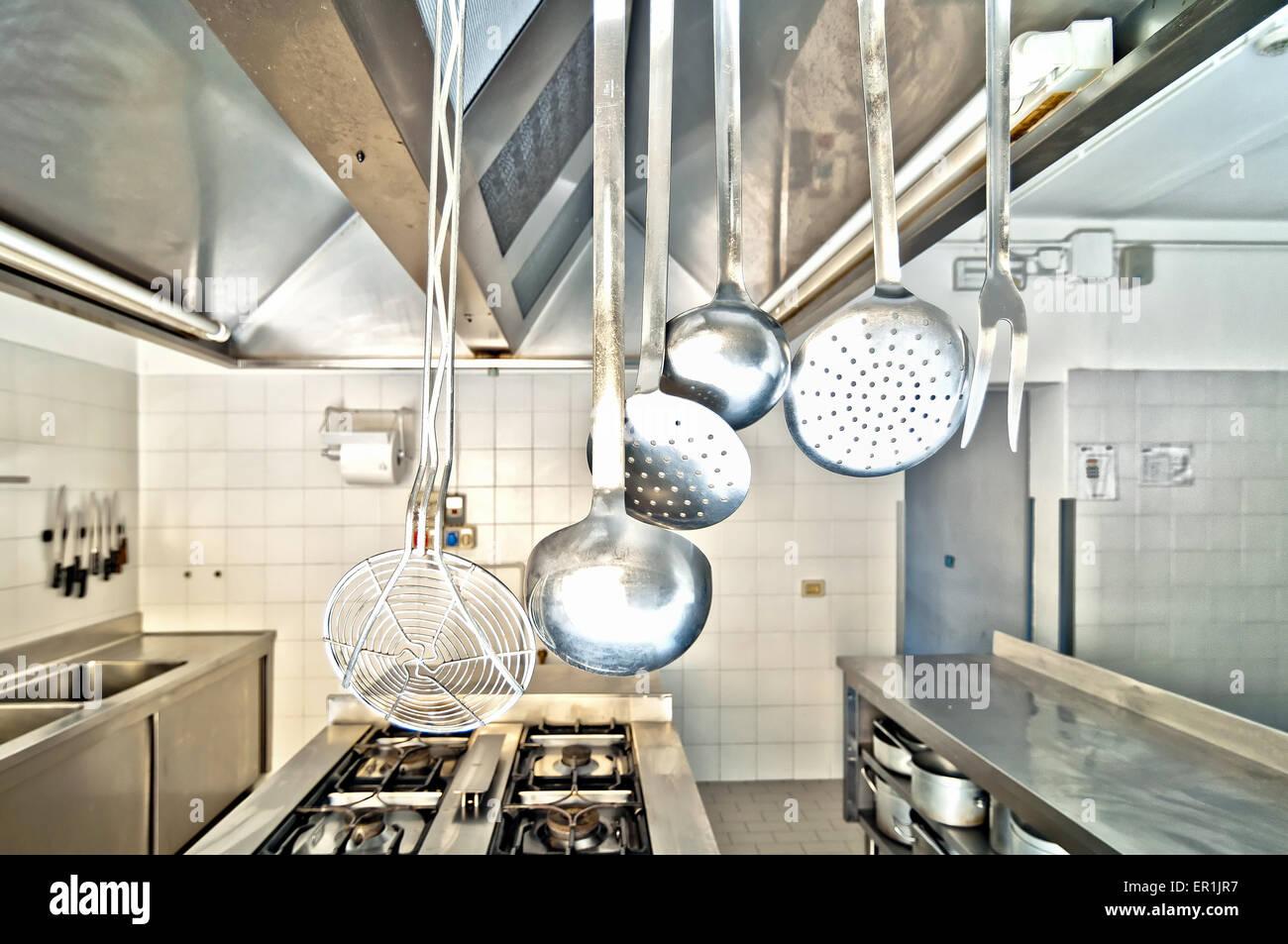 Kochutensilien in der Küche Stockbild