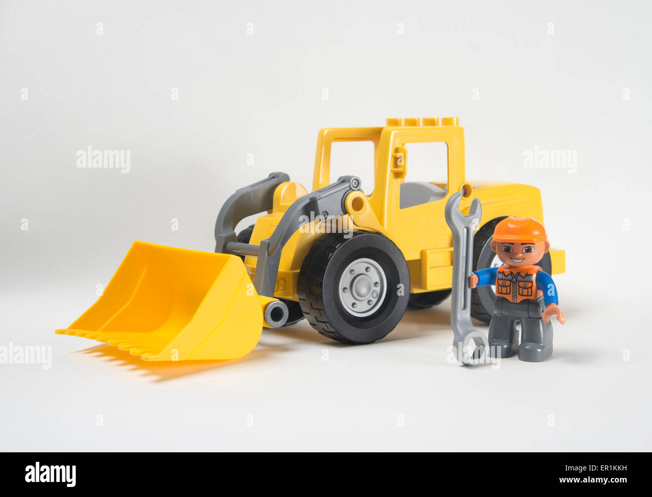 Mann bei der arbeit. lego duplo frontlader bagger mit fahrer mit