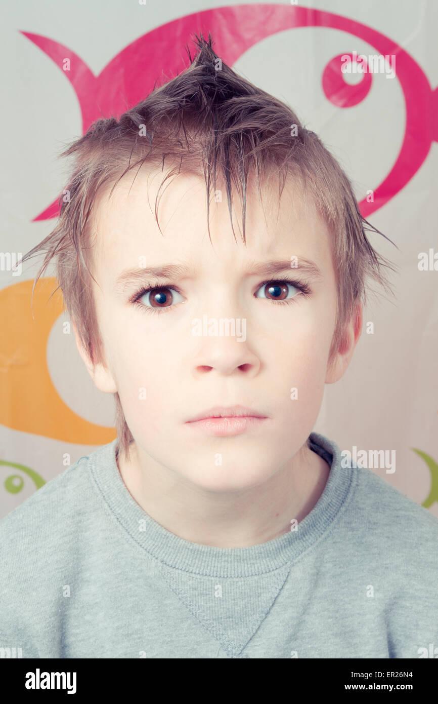 Junge 8 Jahre Frisur Stacheligen Haaren Stockfoto Bild 83027760