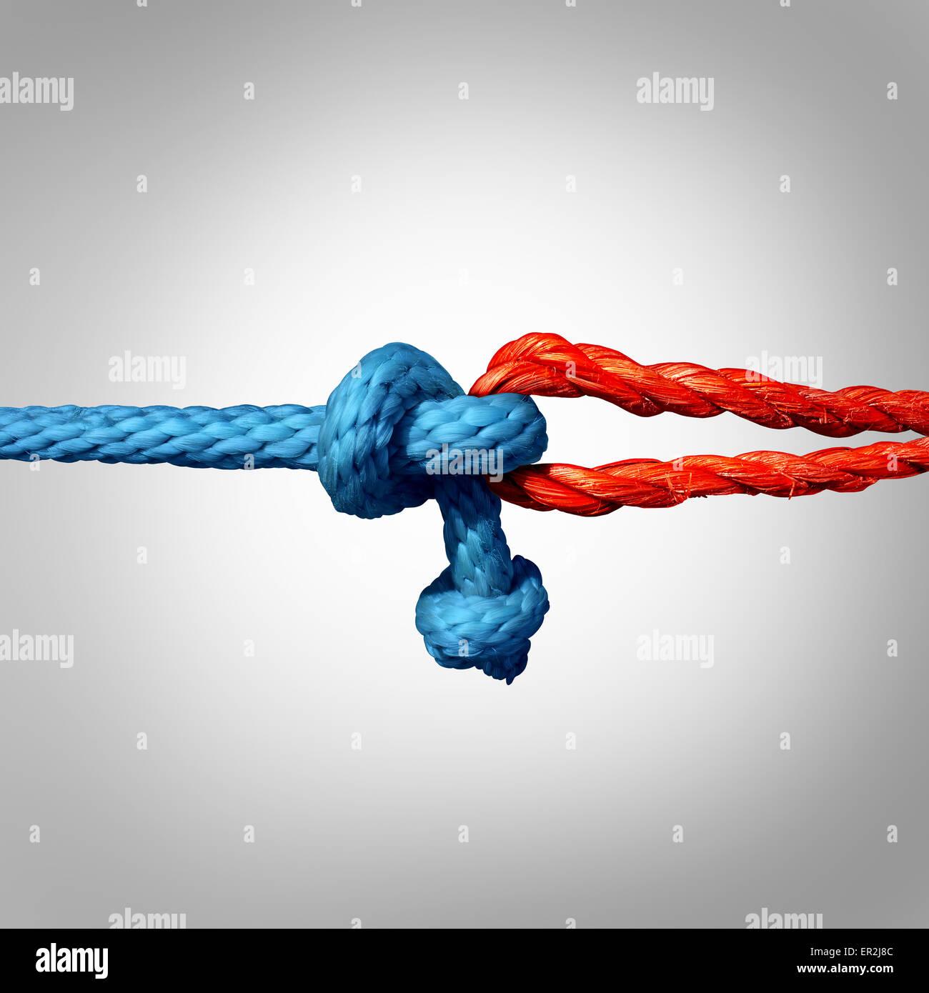 Verbundene Konzept als zwei verschiedene Seile gebunden und miteinander als eine unzerbrechliche Kette als Metapher Stockbild