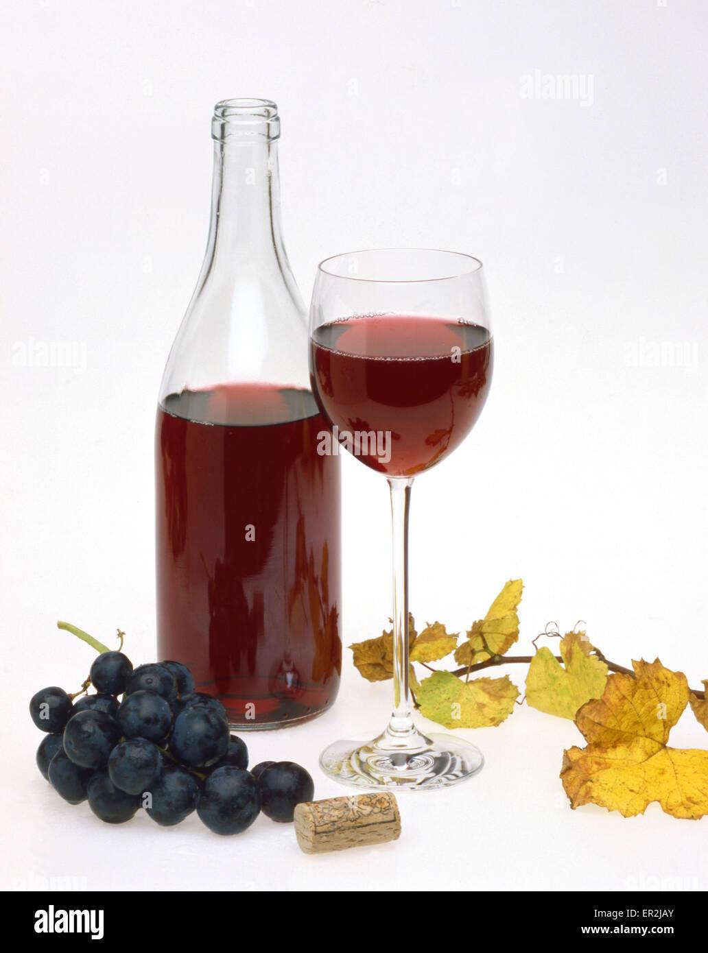 wein rotwein aufbewahrt weinflasche glas weinglas trinken alkohol getraenke weinlaub. Black Bedroom Furniture Sets. Home Design Ideas