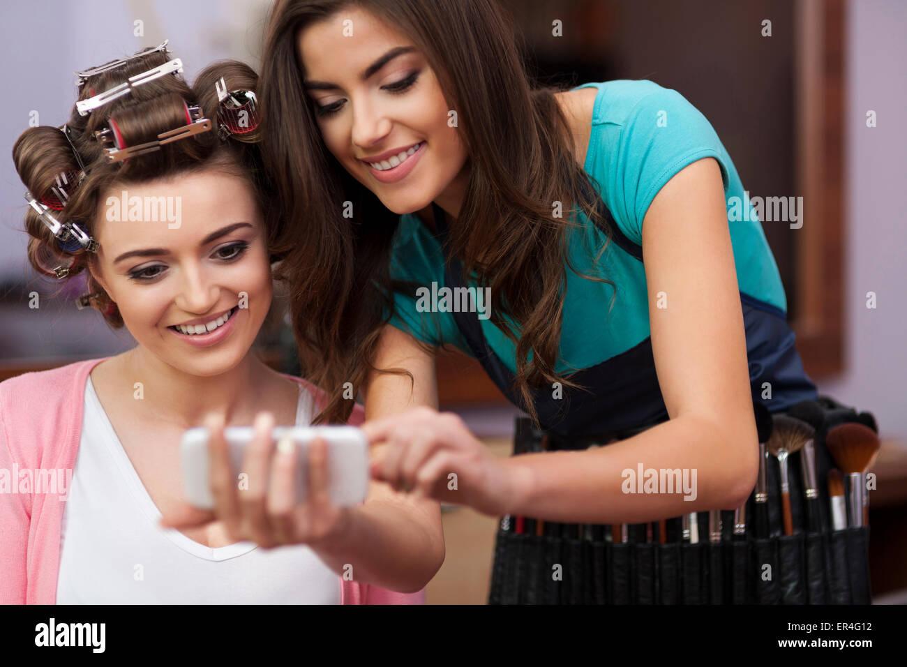 Gute Ratschläge von Make-up Artist. Debica, Polen Stockbild