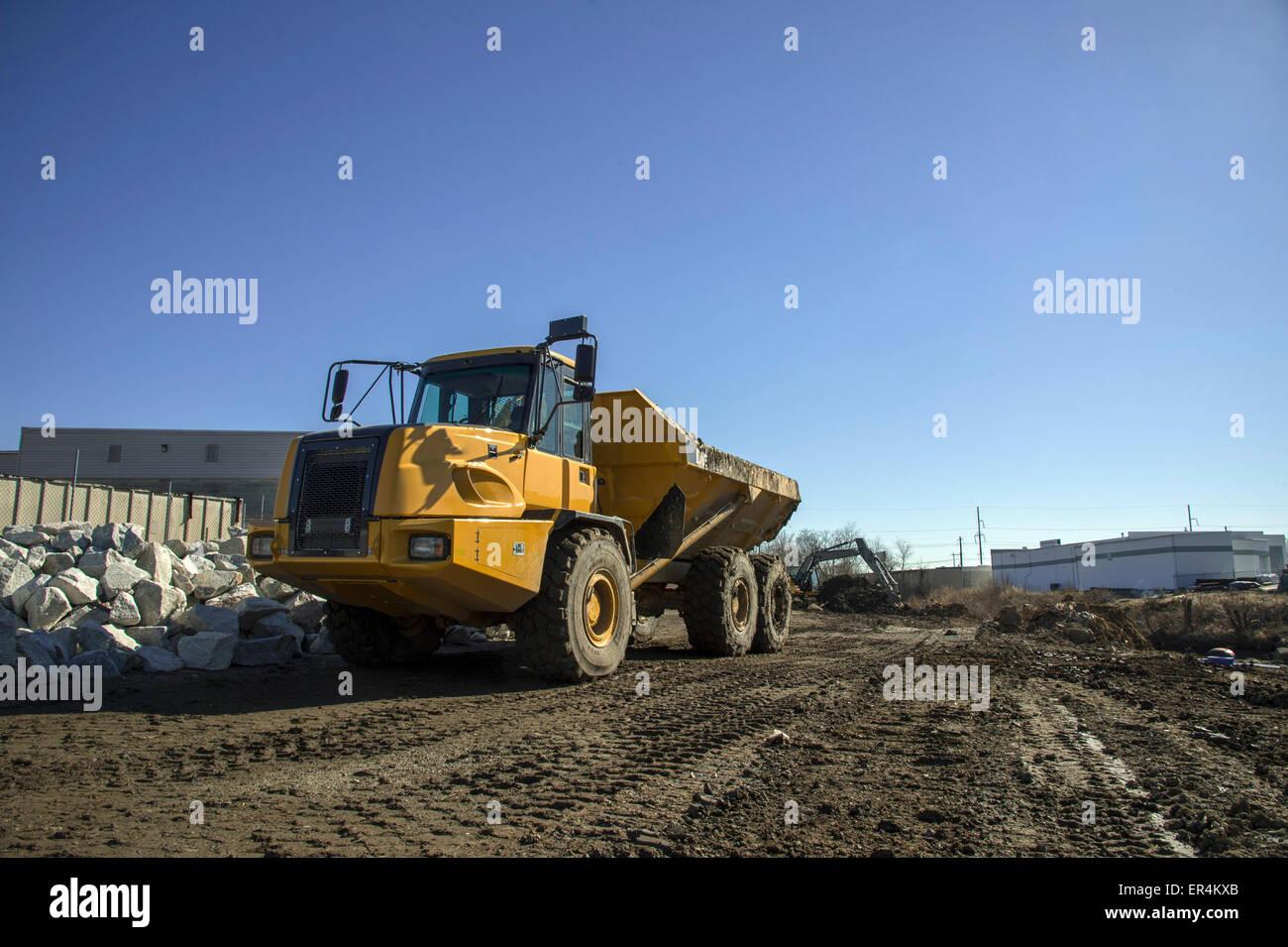 Großer Kipper auf Baustelle Stockbild