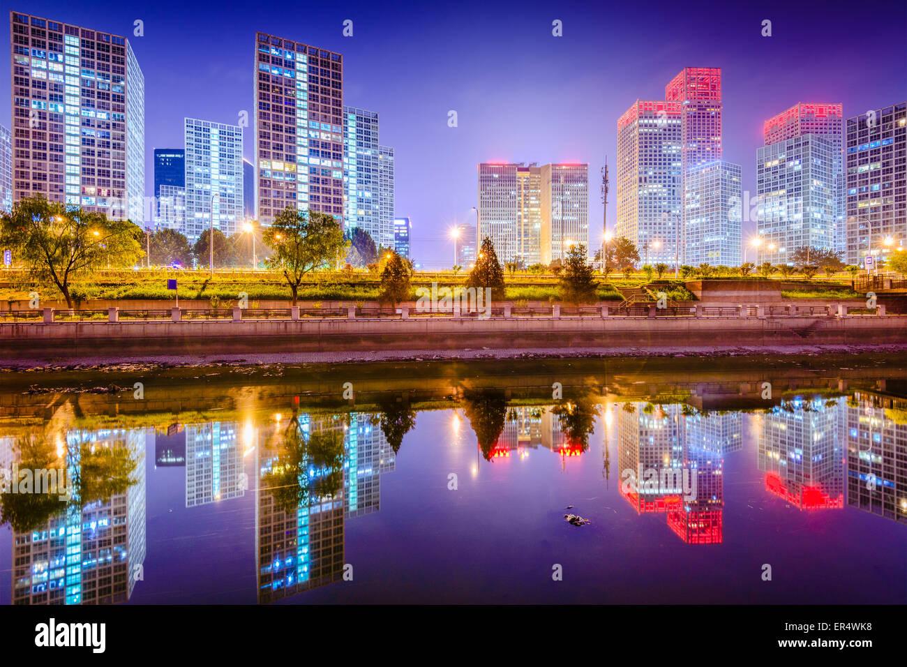 Peking, China Central Business District Skyline der Stadt am Fluss Tonghui. Stockbild