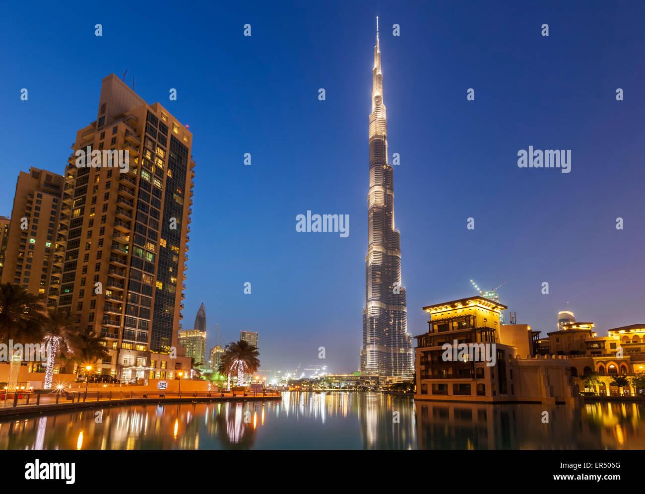 Buj Khalifa beleuchtet in der Nacht, Stadt Dubai, Vereinigte Arabische Emirate, Vereinigte Arabische Emirate, Naher Stockbild