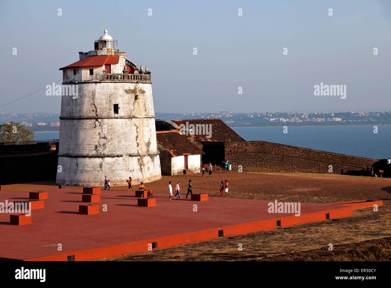 Aguada Fort Und Leuchtturm eine der Küste Bei Candolim, Goa, Indien, Asien |  Aguada Fort und Leuchtturm am Stockbild