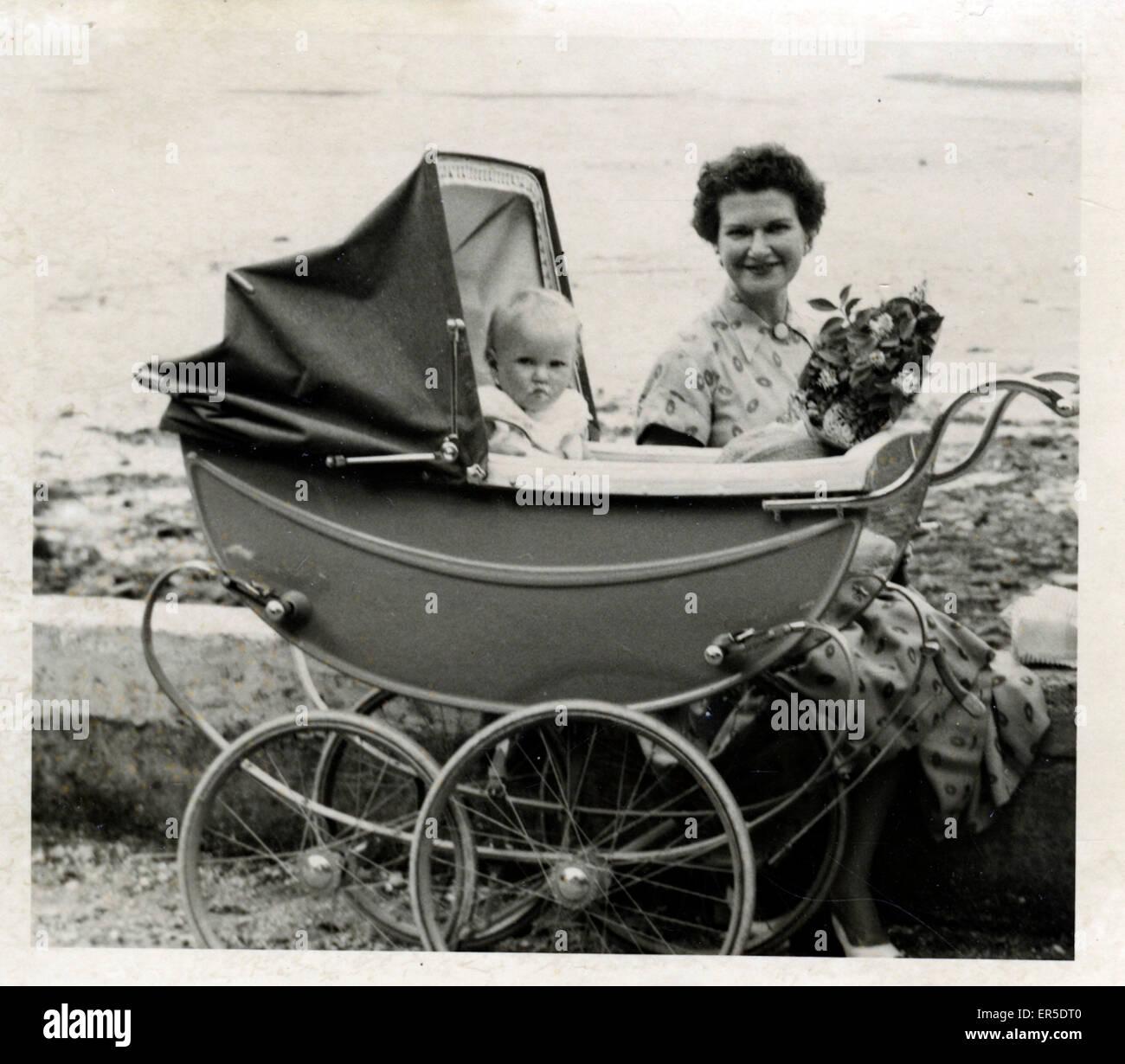 Oldtimer Kinderwagen, England. 19701 Stockbild
