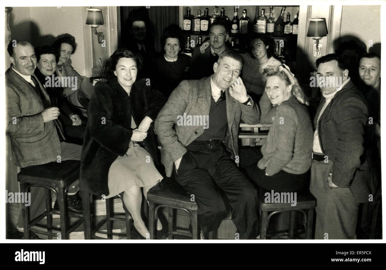 Bar-Raum, Kandersteg, in der Nähe von Kandergrund, Schweiz. 1940er ...