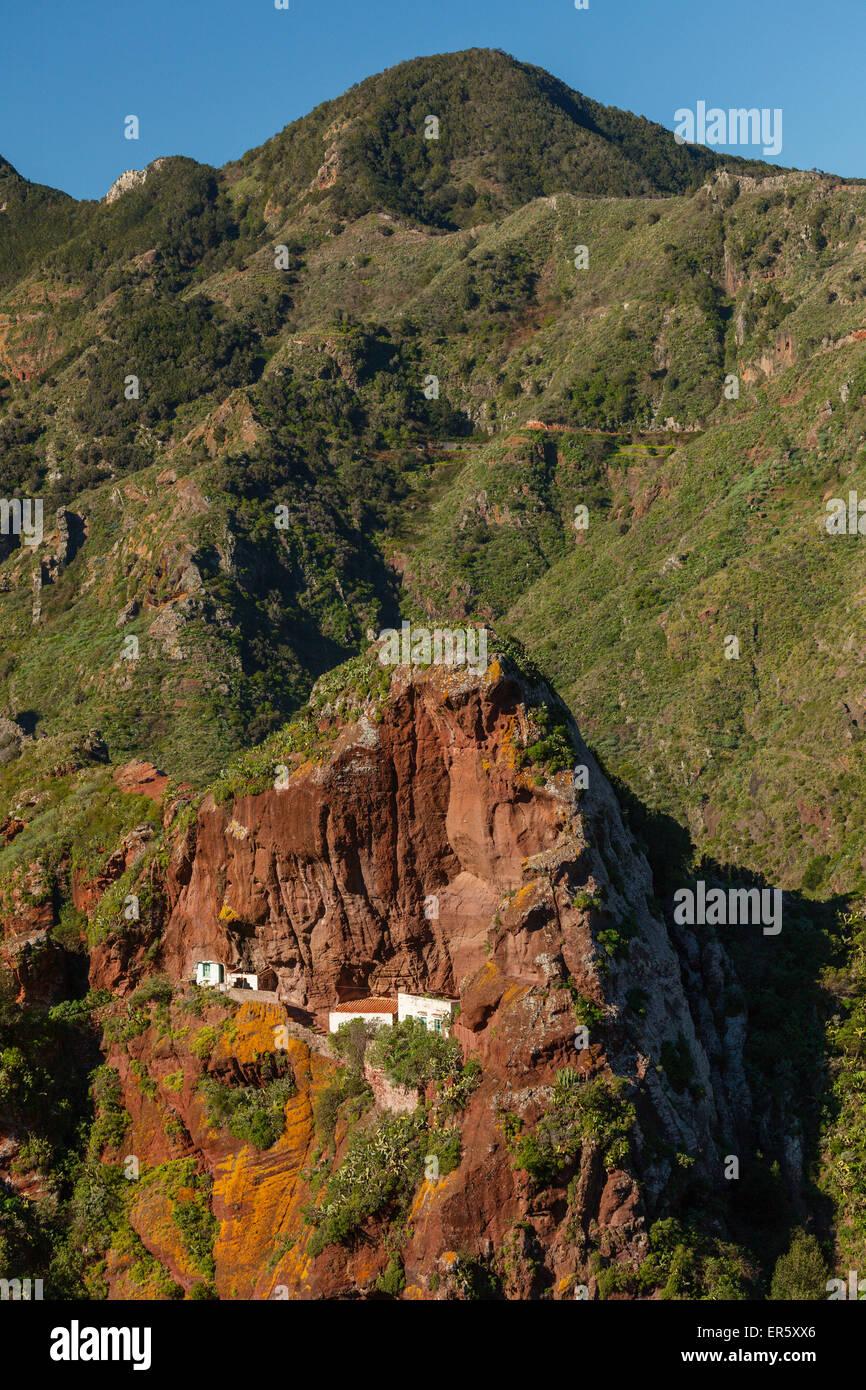 Haus in vulkanischem Gestein, Barranco de Afur, Barranco del Tamadiste, Schlucht, Bei Afur, Las Montanas de Anaga Stockbild