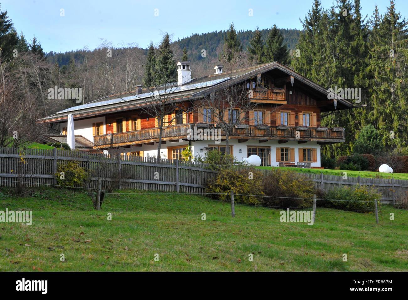 """Uli Hoeneß """"Villa am Tegernsee See Featuring Atmosphäre"""