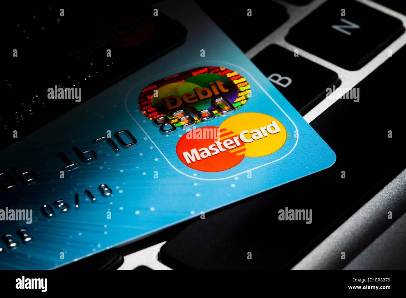 Kreditkarte auf Computer-Tastatur - USA Stockbild