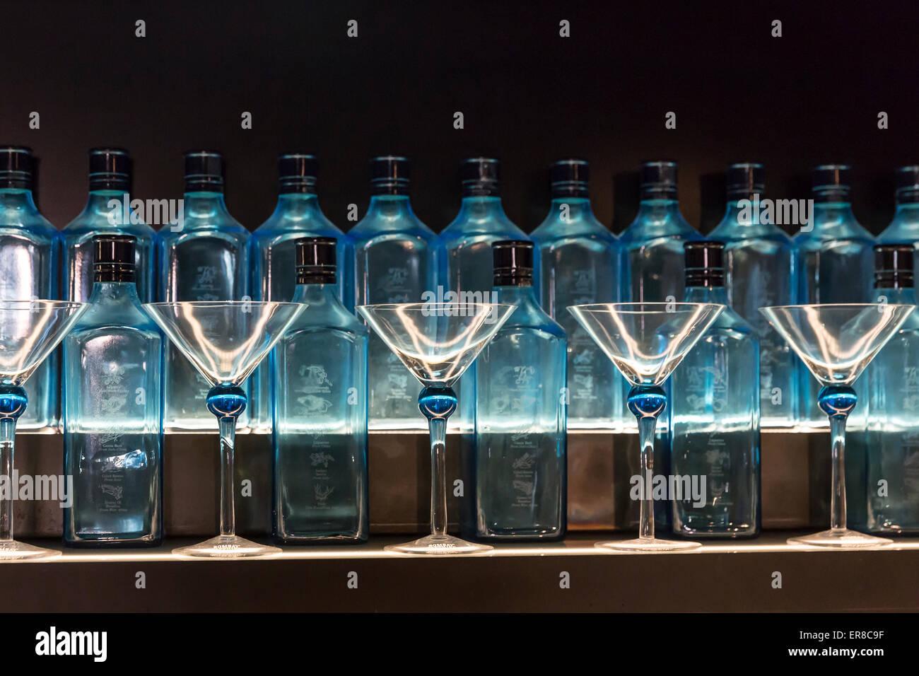 Gin Shop, Bombay Sapphire Brennerei Visitor Centre, Laverstoke, Hampshire, England, UK. Stockbild