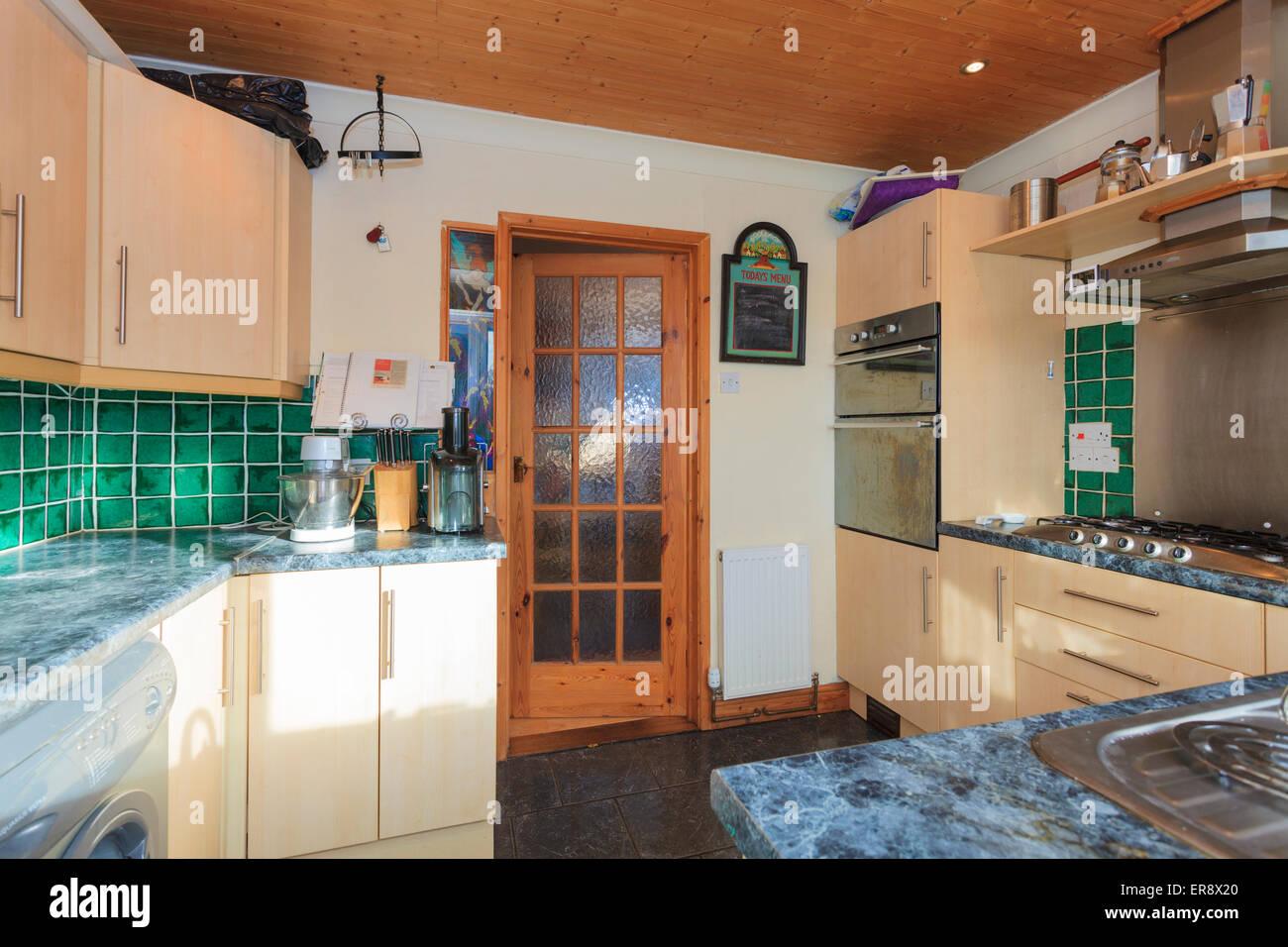 Bezaubernd Kleine Moderne Küche Beste Wahl Küche In Englischer Sprache Mit Holz Verkleidete