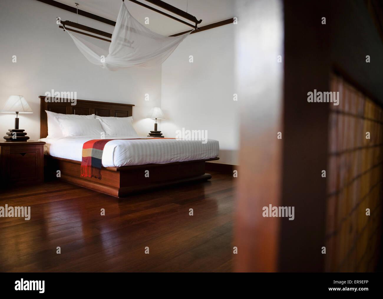 Das Innere der ein Royal Deluxe Pool Zimmer im La Residence d ' Angkor, Siem Reap, Kambodscha. Stockbild