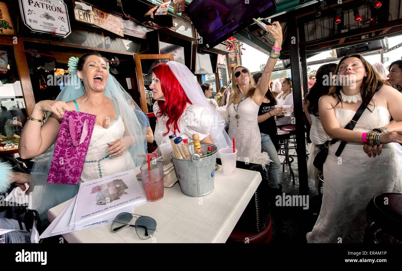 Fantastisch Newport News Kleider Für Eine Hochzeit Ideen ...