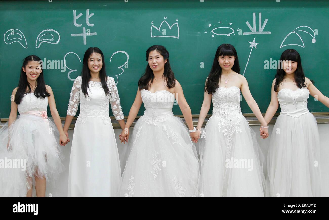 Peking, China. 31. Mai 2015. Absolventinnen und Absolventen des ...