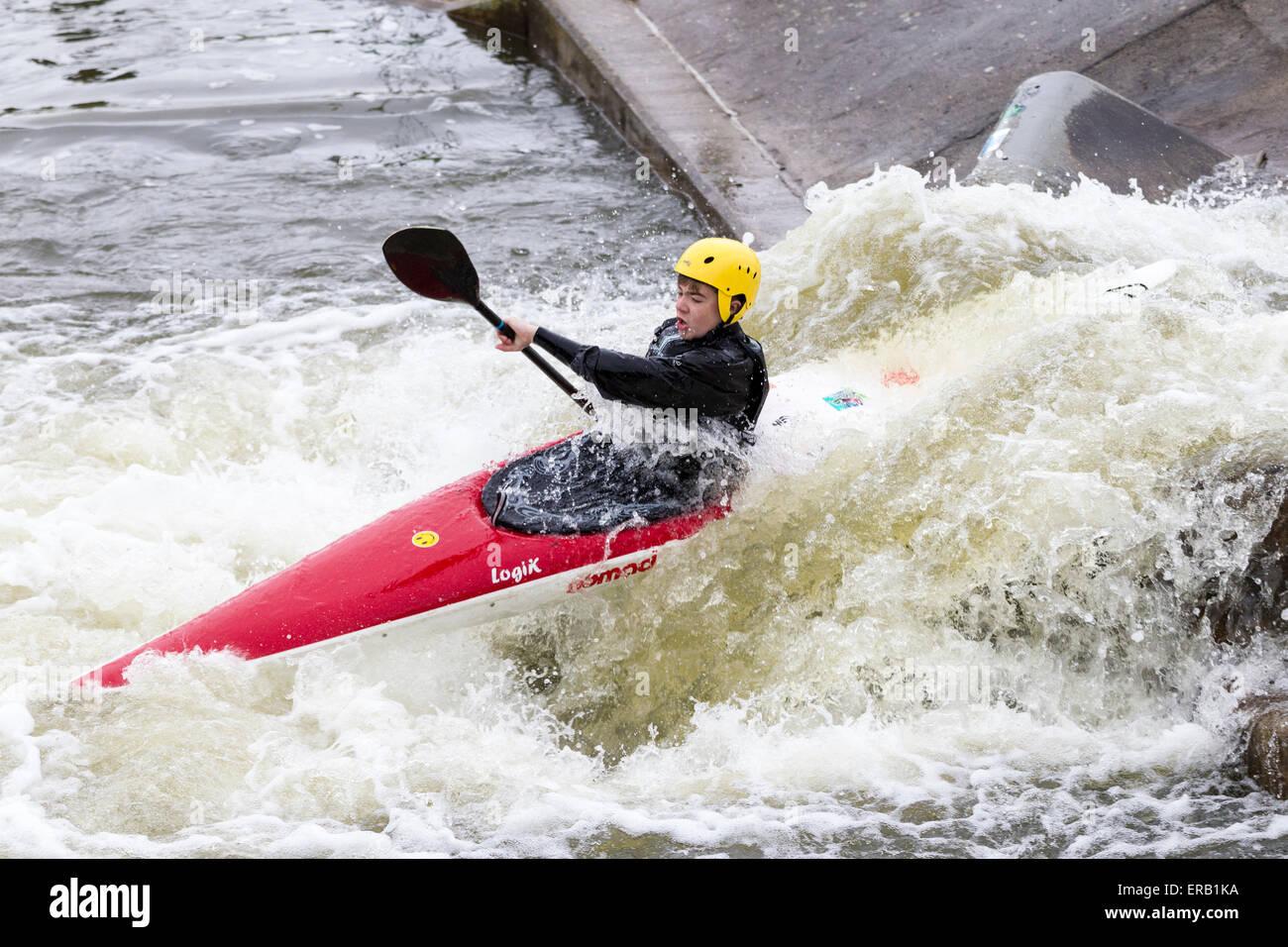 Kayaking In Whitewater Stockfotos & Kayaking In Whitewater Bilder ...
