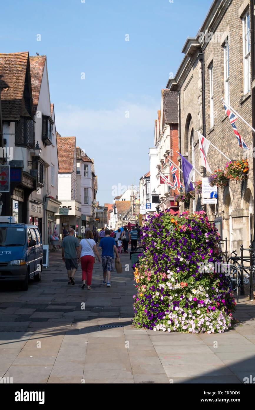 Fußgängerzone und Einkaufsstraße fisch Zeile in Salisbury, Wiltshire, Großbritannien. Stockbild