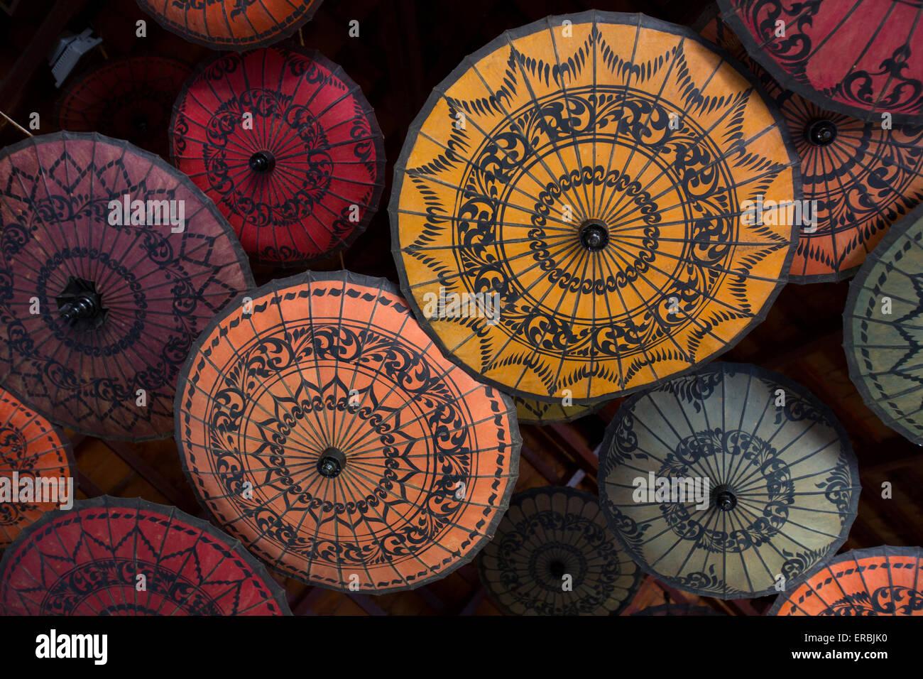 Farbiges Papier Sonnenschirme in Mandalay Myanmar Stockbild