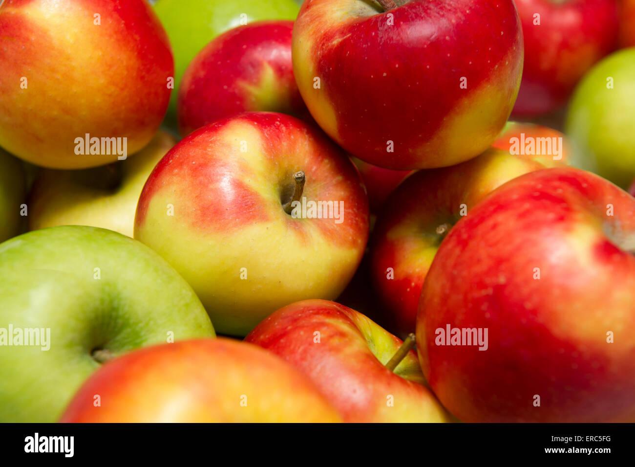 Frische Äpfel bereit für Verbrauch Stockbild