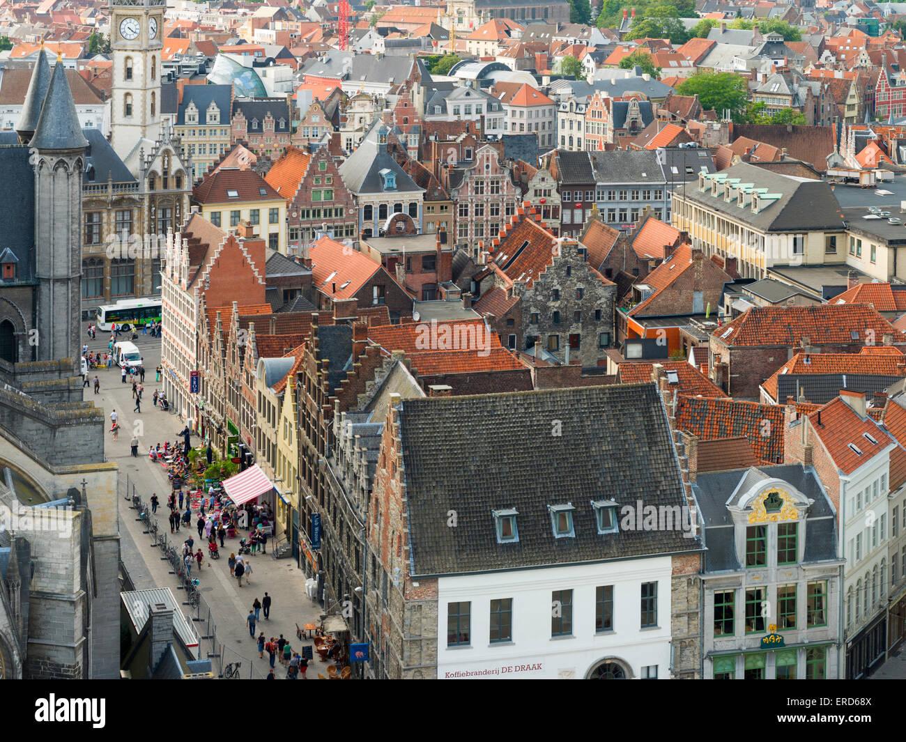 Blick auf Klein Turkije und historischen Gebäude der alten Gent, Belgien, gesehen von der Belfried von Gent Stockbild